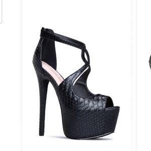 Sexy pair of platform stilettos !